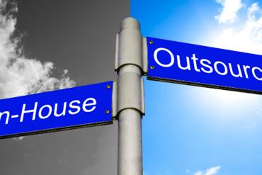 Có nên tự xây dựng nguồn nhân lực khi khởi nghiệp?